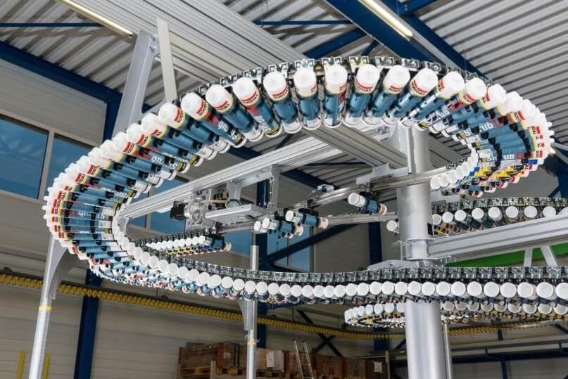 System szyn o trójwymiarowej kinematyce wraz z korpusami rolkowymi, wyposażony w technologię RFID w trakcie pracy - Innovating Automation