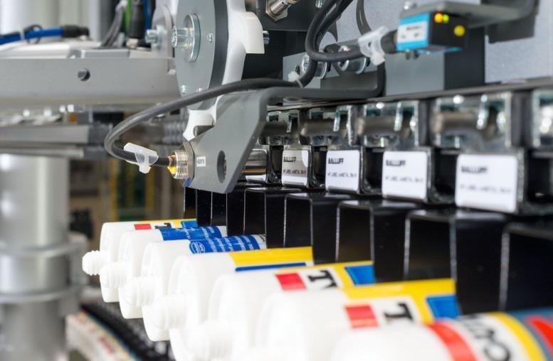 Nośnik w systemie RFID jest odczytywany przez głowice odczytu/zapisu - Innovating Automation