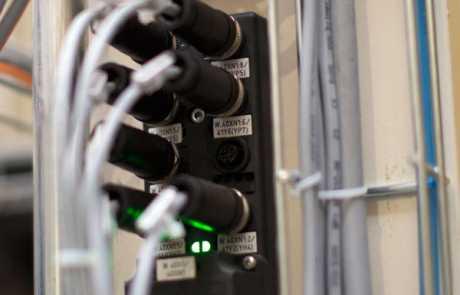 Optymalizacja linii produkcyjnej - koncentrator pasywny - Balluff Innovating Automation