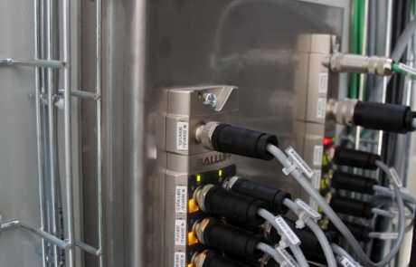 Optymalizacja linii produkcyjnej - koncentrator sygnałów wejściowych - Balluff Innovating Automation