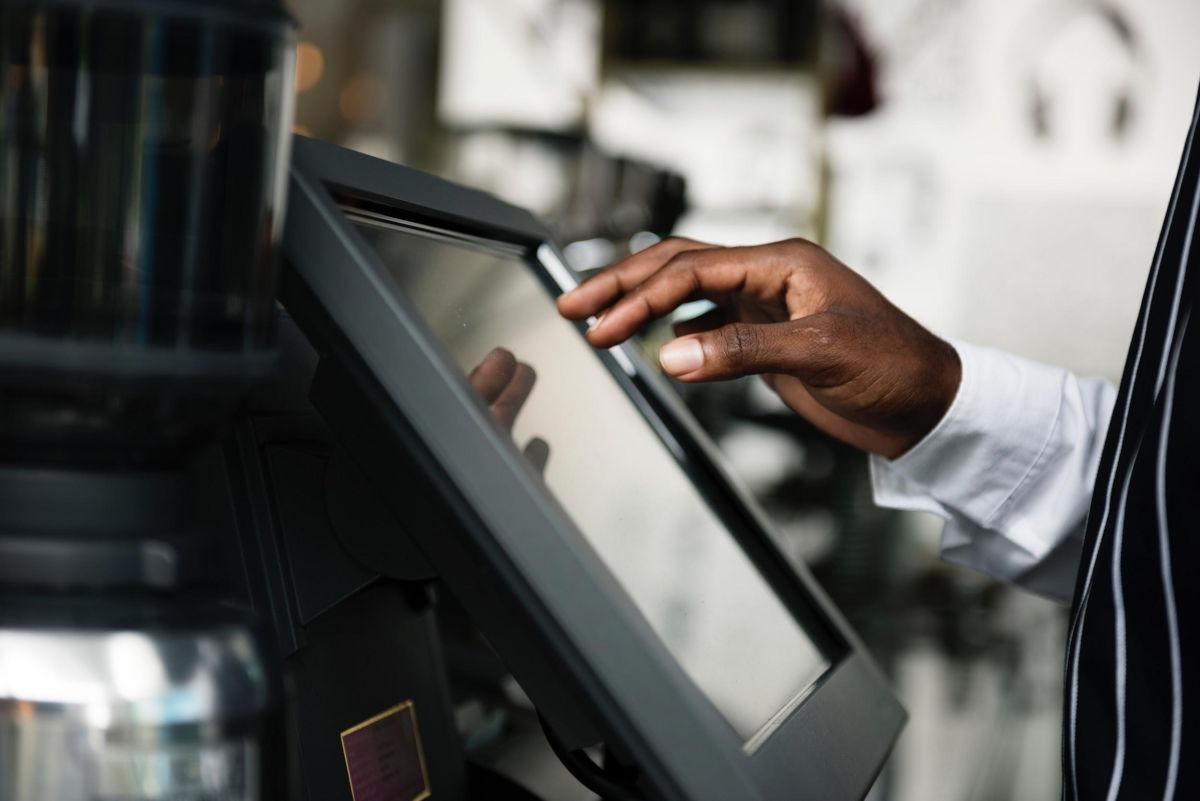Easy Access - system scentralizowanego zarządzania dostępem do maszyn - Balluff Innovating Automation